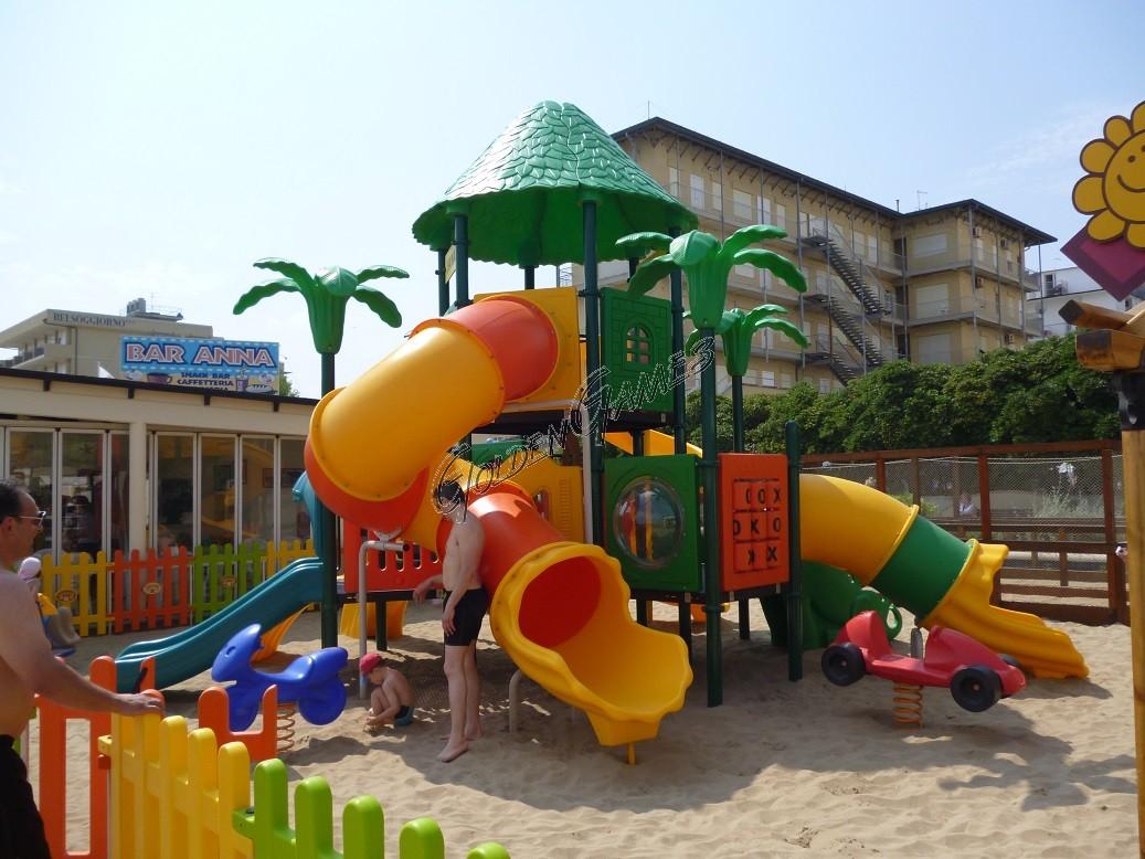 outdoor playground fantacastello hawaii. Black Bedroom Furniture Sets. Home Design Ideas