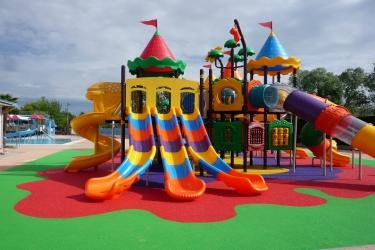 Aree gioco all 39 aperto per villaggi e parchi acquatici for Gioco di piscine